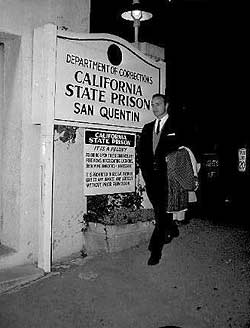 Marlon Brando outside San Quentin in 1960