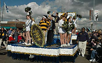 Cal float in the parade
