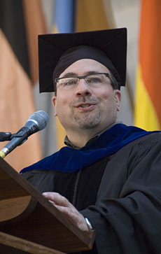 Craig Newmark speaks an convocation