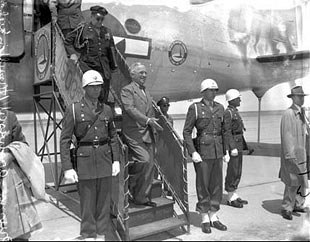 President Truman steps off plane in SF