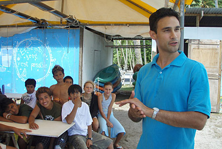 Brad Balukjian teaches Tahitian students