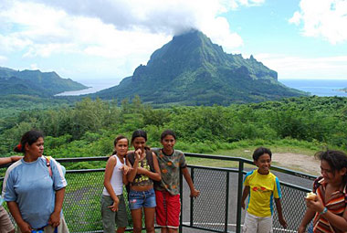 Students on Moorea