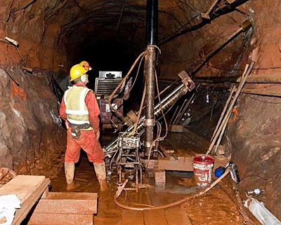 Extracting core samples in the former mine