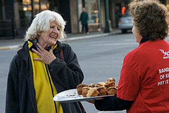 Kindness crew passes out muffins to strangers