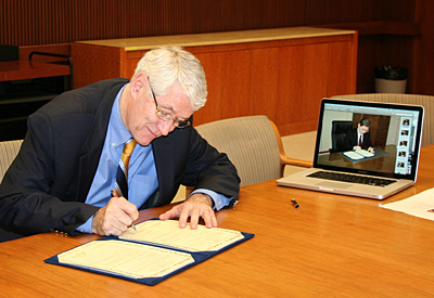 Chancellor Birgeneau signs agreement with University of Tokyo