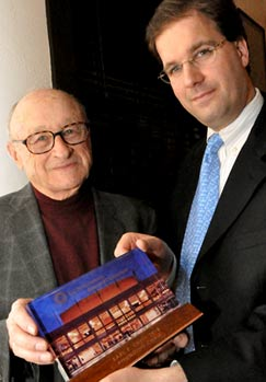 Cal Performances Director Matías Tarnopolsky presents award to Earl Cheit.