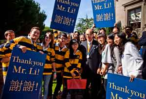 Students thank Li Ka-shing.