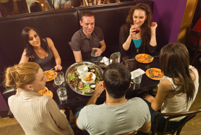 Crowd-sourced online reviews help fill restaurant seats, study finds